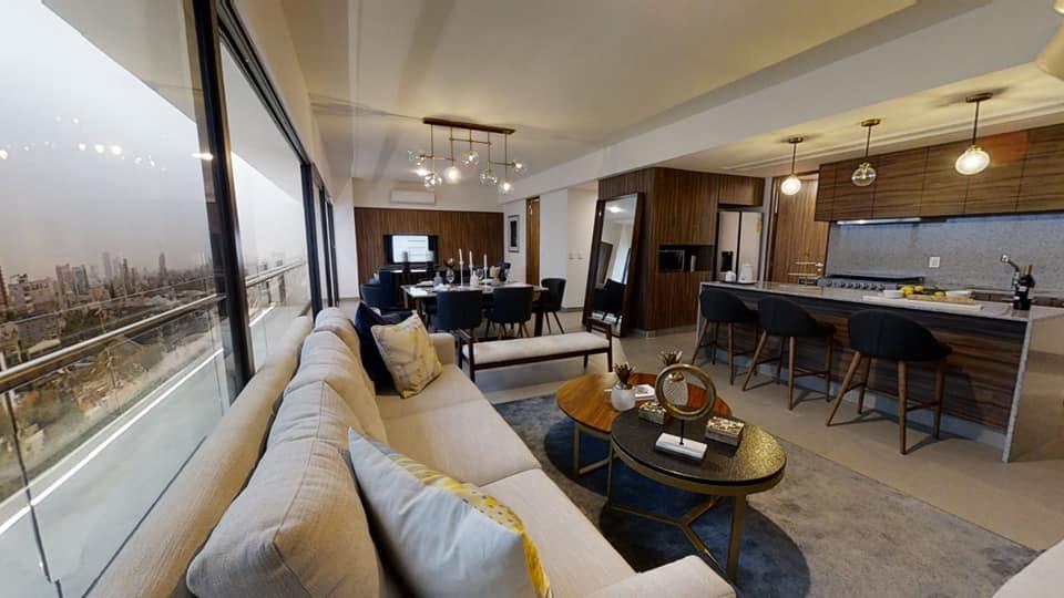 Puede ser una imagen de mesa, sala de estar e interiores